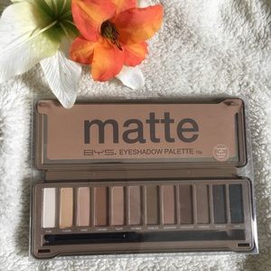 Other - 😍Matte Eyeshadow Palette ,Blender,Nude and Smoke